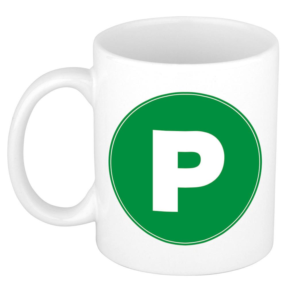Mok / beker met de letter P groene bedrukking voor het maken van een naam / woord of team -