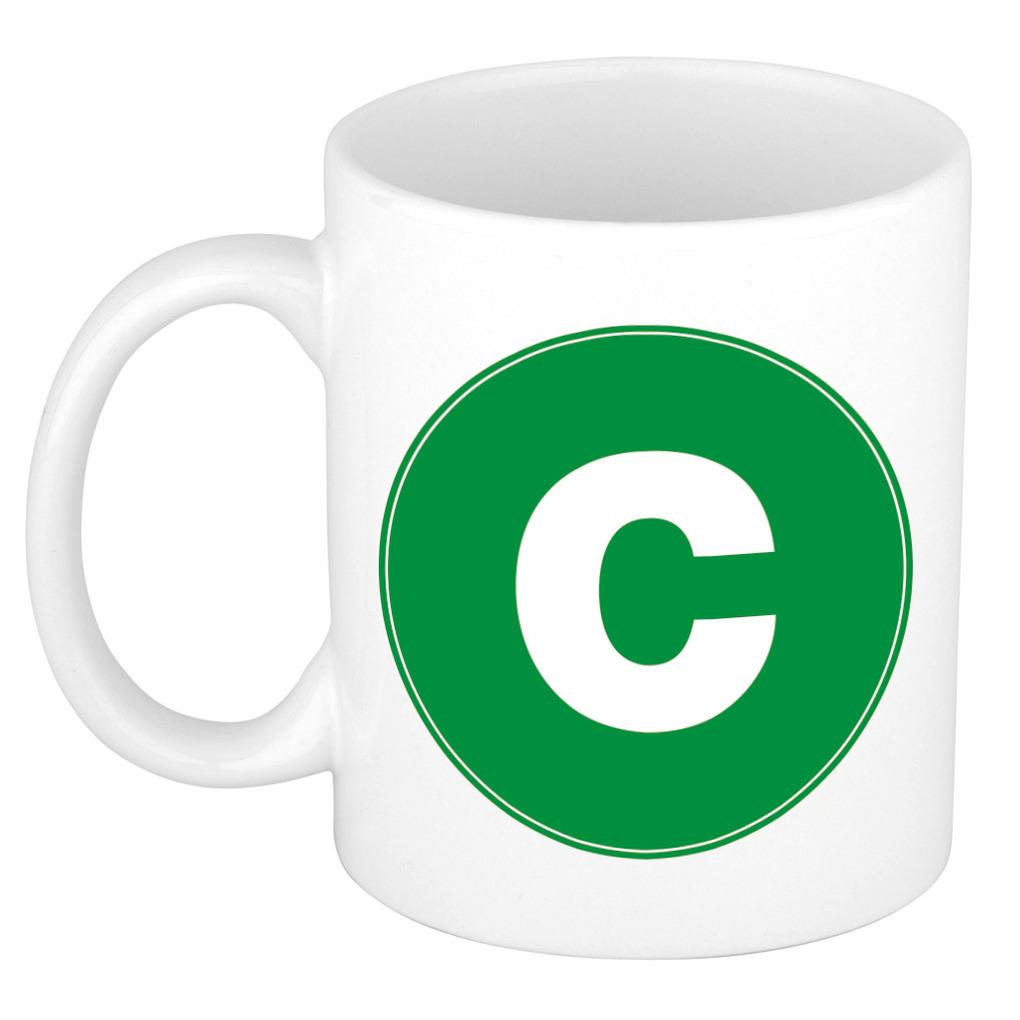 Mok / beker met de letter C groene bedrukking voor het maken van een naam / woord of team -