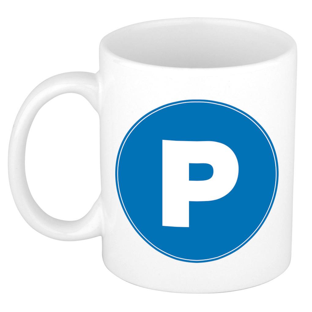 Mok / beker met de letter P blauwe bedrukking voor het maken van een naam / woord of team -
