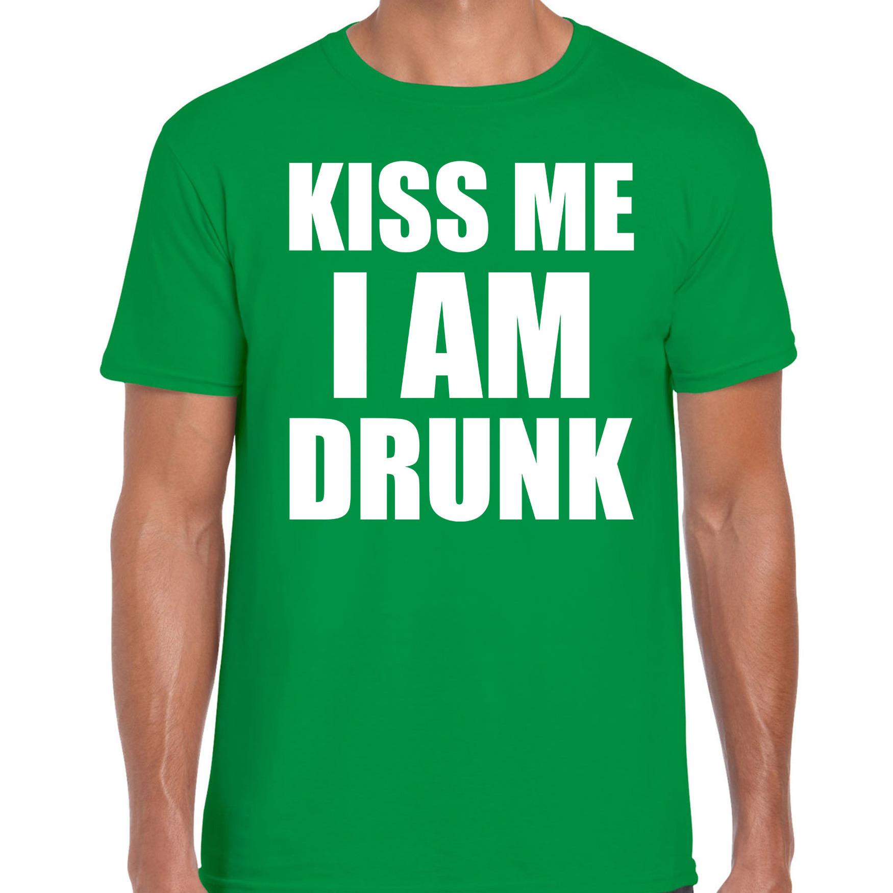 Fun t-shirt kiss me I am drunk groen voor heren S -